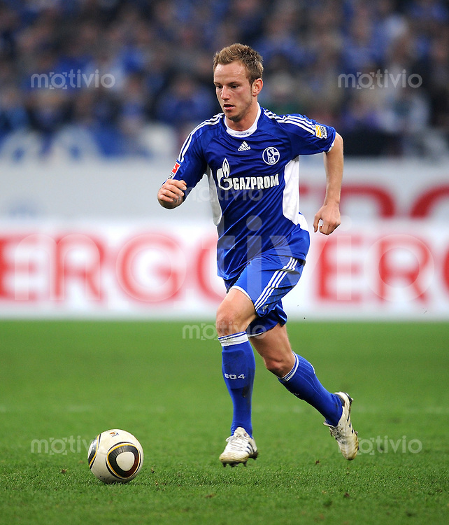 Fussball 1. Bundesliga:  Saison   2009/2010   29. Spieltag   Schalke 04 - FC Bayern Muenchen    03.04.2010 Ivan Rakitic (Schalke)