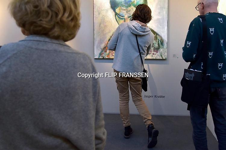 Nederland, Amsterdam, 21-11-2017. 31e editie van PAN Amsterdam, beurs voor moderne en klassieke kunst, antiek en design in de Rai. een werk van Jasper KrabéFoto: Flip Franssen