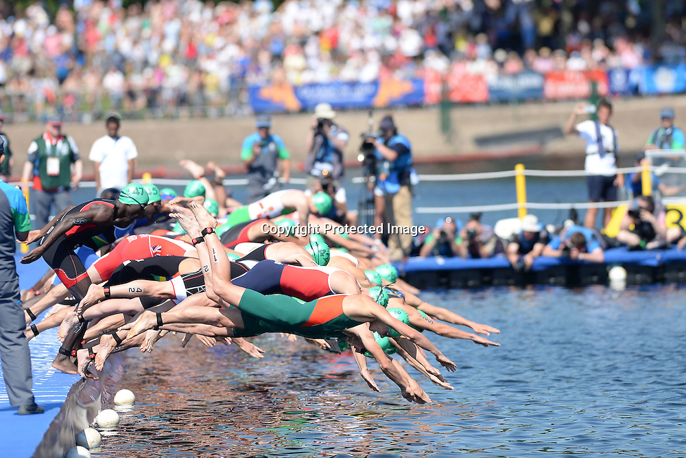 Mens Triathlon at Strathclyde Country Park. Glasgow Commonwealth Games 2014. Monday 24 July 2014. Scotland. Photo: Delly Carr/Photosport.co.nz