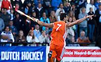 DEN BOSCH -   Glenn Schuurman heeft de score geopend tijdens de halve finale wedstrijd tussen de mannen van Jong Oranje  en Jong Duitsland, tijdens het Europees Kampioenschap Hockey -21.  ANP KOEN SUYK