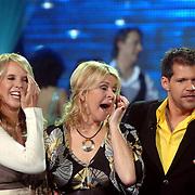 NLD/Weesp/20070319 - 3e Live uitzending Just the Two of Us, Linda de Mol, Bartina Koeman huilend en Rene van Kooten