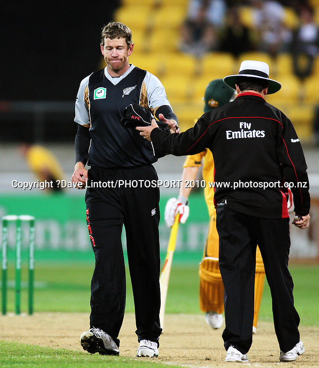 NZ bowler Jacob Oram collects his cap at the end of an over.<br /> 1st Twenty20 cricket match - New Zealand v Australia at Westpac Stadium, Wellington. Friday, 26 February 2010. Photo: Dave Lintott/PHOTOSPORT