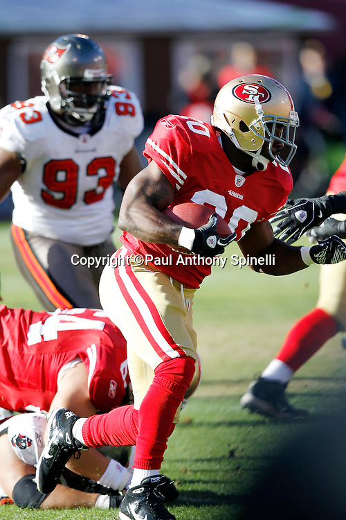 San Francisco 49ers running back Brian Westbrook (20) runs the ball during the NFL week 11 football game against the Tampa Bay Buccaneers on Sunday, November 21, 2010 in San Francisco, California. The Bucs won the game 21-0. (©Paul Anthony Spinelli)