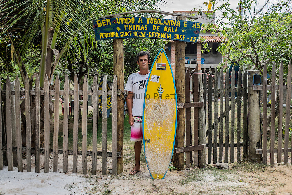 In 2003 , Robson Barros created the pousada that opened the surf tourism in Regencia