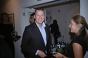 Orlando Fraser, Silent auction reception in aid of the Aids charity  Clothesline.  The Hospital. London. 19  September 2005. ONE TIME USE ONLY - DO NOT ARCHIVE © Copyright Photograph by Dafydd Jones 66 Stockwell Park Rd. London SW9 0DA Tel 020 7733 0108 www.dafjones.com