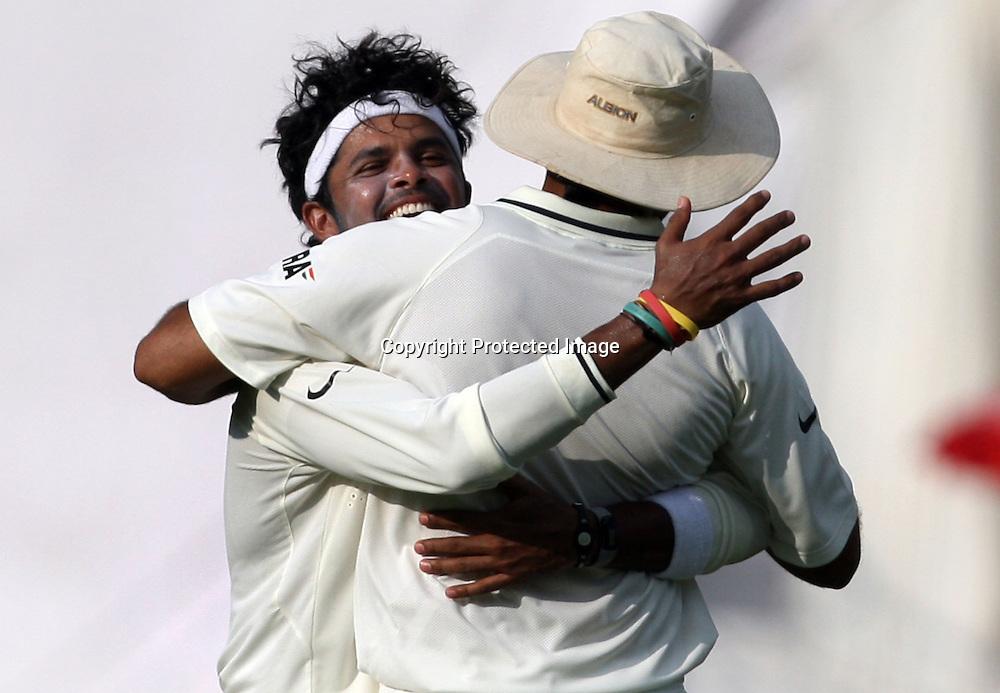 Indian bowler Sreesanth celebrates with Zaheer Khan New Zealand batsman Rosse Taylor wicket during the 2nd test match Indian vs New Zealand day-4 Played at Rajiv Gandhi International Stadium, Uppal, Hyderabad, 15 November 2010 (5-day match)