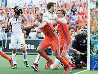 AMSTELVEEN -  Vreugde bij Billy Bakker en Jorrit Croon (Ned) na de 2-2  bij de finale Belgie-Nederland (2-4) bij de Rabo EuroHockey Championships 2017. rechts op de voorgrond Billy Bakker . COPYRIGHT KOEN SUYK