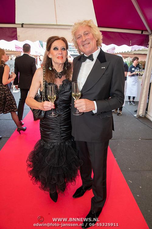 NLD/Amsterdam/201905225 - Amsterdamdiner 2019, Ruurd Hallema en partner Yvonne