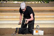 Nederland, Groesbeek, 24-4-2009Jongeren helpen mee met de oogst van de asperges, het witte goud.Foto: Flip Franssen/Hollandse Hoogte