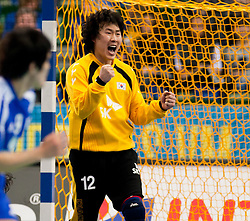 15.01.2011, Göteborg, SWE, IHF Handball Weltmeisterschaft 2011, Herren, Chile vs Korea im Bild, // Goalkeeper Park Chan Young celebrates after a save// during the IHF 2011 World Men's Handball Championship match Chile vs Korea at Göteborg. EXPA Pictures © 2010, PhotoCredit: EXPA/ Skycam/ Per Friske +++ATTENTION+++ out of Sweden (SWE)