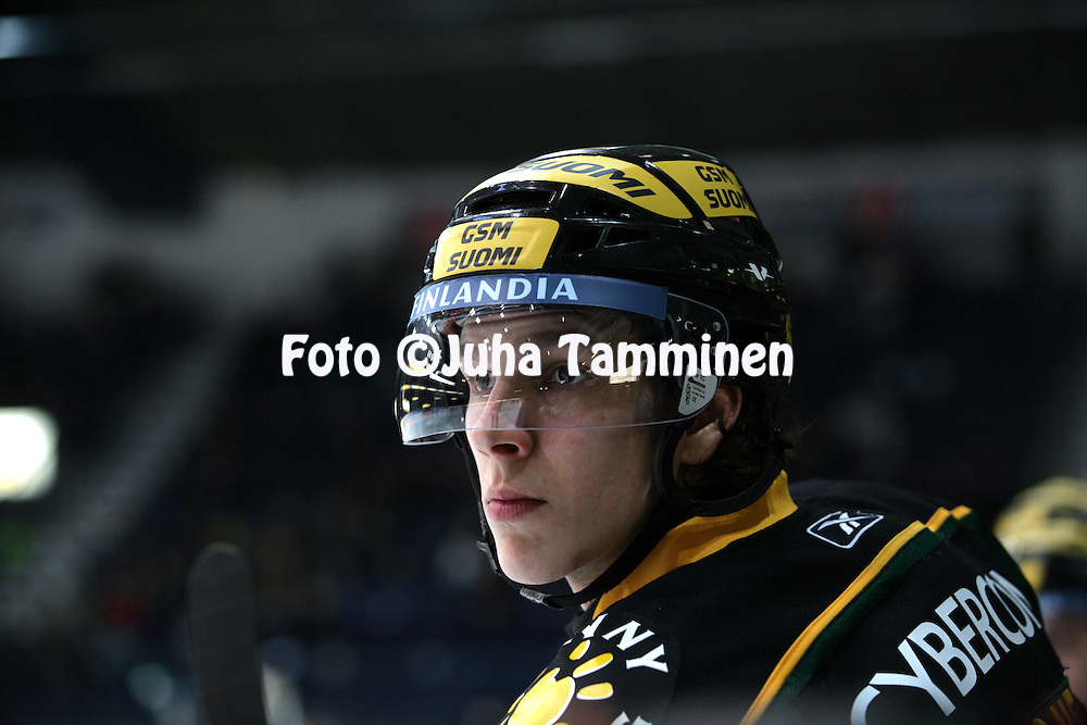 12.02.2009, Hakamets?n j??halli, Tampere..J??kiekon SM-liiga 2008-09..Ilves - KalPa.Juuso Antonen - Ilves.©Juha Tamminen.