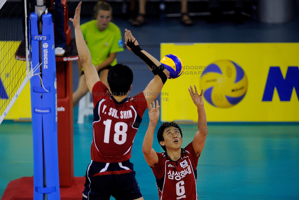 08-07-2010 VOLLEYBAL: WLV NEDERLAND - ZUID KOREA: EINDHOVEN<br /> Nederland verslaat Zuid Korea met 3-0 / Tae Woong Choi<br /> &copy;2010-WWW.FOTOHOOGENDOORN.NL