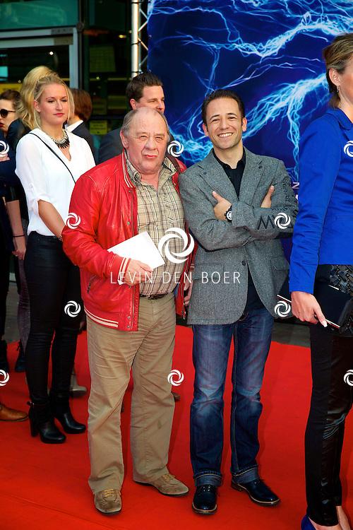 AMSTERDAM - Bij het Pathe ArenA Theater is de filmpremière van Spiderman II gehouden. Met hier op de foto  Frits Lambrechts met ???. FOTO LEVIN DEN BOER - PERSFOTO.NU