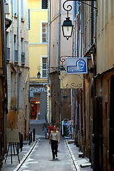 FRANCE PROVENCE AIX EN PROVENCE 3OCT06 - Pedestrians walk in the narrow lanes of the town centre in Aix en Provence, southern France...jre/Photo by Jiri Rezac..© Jiri Rezac 2006..Contact: +44 (0) 7050 110 417.Mobile:  +44 (0) 7801 337 683.Office:  +44 (0) 20 8968 9635..Email:   jiri@jirirezac.com.Web:    www.jirirezac.com..© All images Jiri Rezac 2006 - All rights reserved.