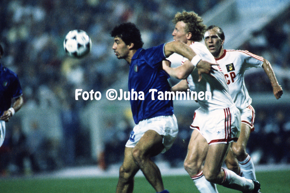 UEFA European Championship - West Germany 1988<br /> 22.6.1988, Neckarstadion, Stuttgart.<br /> Semi-final, Italy v Soviet Union.<br /> Gianluca Vialli (Italy) v Oleg Kuznetsov (USSR).