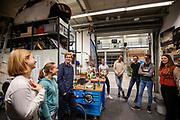 In de D:Dreamhall in Delft maken de atleten kennis met het team. In september wil het Human Power Team Delft en Amsterdam, dat bestaat uit studenten van de TU Delft en de VU Amsterdam, tijdens de World Human Powered Speed Challenge in Nevada een poging doen het wereldrecord snelfietsen voor tandems te verbreken met de VeloX XT, een gestroomlijnde ligfiets. Het record staat sinds 2019 op 120,26 km/u<br /> <br /> In Delft he athletes meet the team for the first time. With the VeloX XT, a special recumbent bike, the Human Power Team Delft and Amsterdam, consisting of students of the TU Delft and the VU Amsterdam, also wants to set a new tandem world record cycling in September at the World Human Powered Speed Challenge in Nevada. The current speed record is 120,26 km/h, set in 2019.