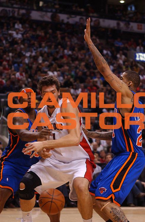 DESCRIZIONE : Toronto Campionato NBA 2008-2009 Toronto Raptors New York Knicks<br /> GIOCATORE : Andrea Bargnani<br /> SQUADRA : Toronto Raptors New York Knicks<br /> EVENTO : Campionato NBA 2008-2009 <br /> GARA : Toronto Raptors New York Knicks<br /> DATA : 05/04/2009<br /> CATEGORIA :<br /> SPORT : Pallacanestro <br /> AUTORE : Agenzia Ciamillo-Castoria/V.Keslassy<br /> Galleria : NBA 2008-2009<br /> Fotonotizia : Toronto Campionato NBA 2008-2009 Toronto Raptors New York Knicks<br /> Predefinita :