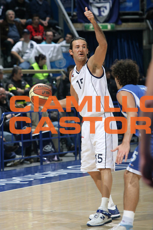 DESCRIZIONE : BOLOGNA Lega A Dilettanti 2009-10 Fortitudo Bologna Leonessa Basket Brescia<br /> GIOCATORE : Gennaro Sorrentino<br /> SQUADRA : Fortitudo Bologna<br /> EVENTO : Campionato Lega A Dilettanti 2009-2010<br /> GARA : Fortitudo Bologna Leonessa Basket Brescia<br /> DATA : 13/12/2009<br /> CATEGORIA : Palleggio Schema<br /> SPORT : Pallacanestro<br /> AUTORE : Agenzia Ciamillo-Castoria/G.Livaldi<br /> Galleria : Lega Basket A Dilettanti 2009-2010 <br /> Fotonotizia : Bologna  Campionato Italiano Lega A Dilettanti 2009-2010 Fortitudo Bologna Leonessa Basket Brescia<br /> Predefinita :