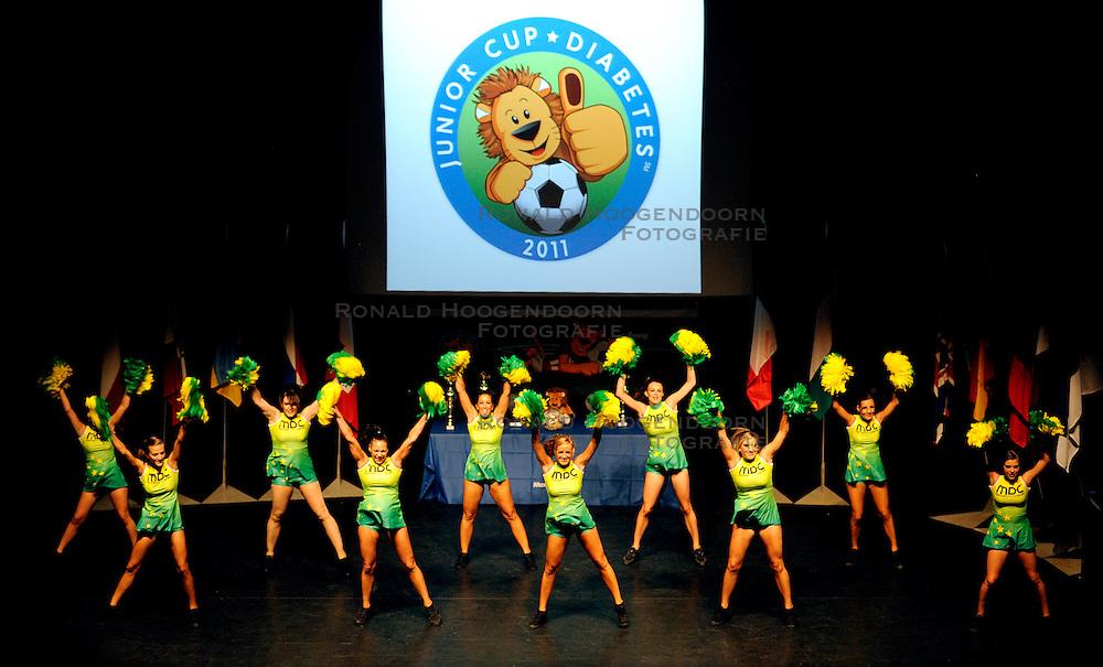 26-08-2011 VOETBAL: WK JUNIORCUP: GENEVE<br /> Showgirls openen het WK<br /> &copy;2011-FotoHoogendoorn.nl