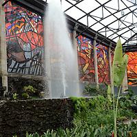 Toluca, México (Junio 16, 2016).- La Secretaria de Turismo y la Secretaria de Cultura y Deporte, anunciaron la inversión en el Jardín Botánico Cosmovitral,  con una inversión de más de 16 millones de pesos, y prevé un espectáculo de luz y sonido nocturno.  Agencia MVT / José Hernández.