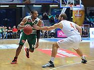 Wroclaw 19/10/2014<br /> Tauron Basket Liga<br /> Sezon 2014/2015<br /> Mecz WKS Slask Wroclaw v Stelmet Zielona Gora<br /> Na zdj. Quinton Hosley /Stelmet/ i Murphy Burnatowski /Slask/<br /> Fot. Piotr Hawalej