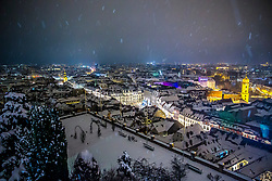 24.02.2018, Schloßberg, Graz, AUT, Graz im Winter, im Bild eine Ansicht des verschneiten Rosengartens am Schlossberg bei Nacht mit dem Rathaus von Graz im Hintergrund, EXPA Pictures © 2018, PhotoCredit: EXPA/ Erwin Scheriau