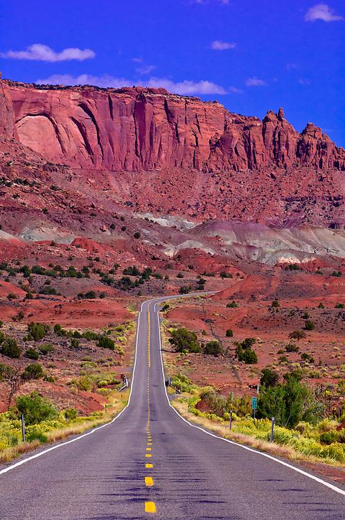 Highway 24, Capitol Reef National Park, Utah USA