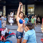 Desnuda street performer. Times Square. 2015.#photoobserve  #canpubphoto #in_public_collective #in_public_sp #observecollective #lensculturestreets#everybodystreet #streetlife_award#burnmyeye #streetsgrammar#nycspc#streetphotography#newyorkcity#streetleaks#wearethestreet#ourstreets#storyofthestreet#cityclickr#scotsurbeckphotographer