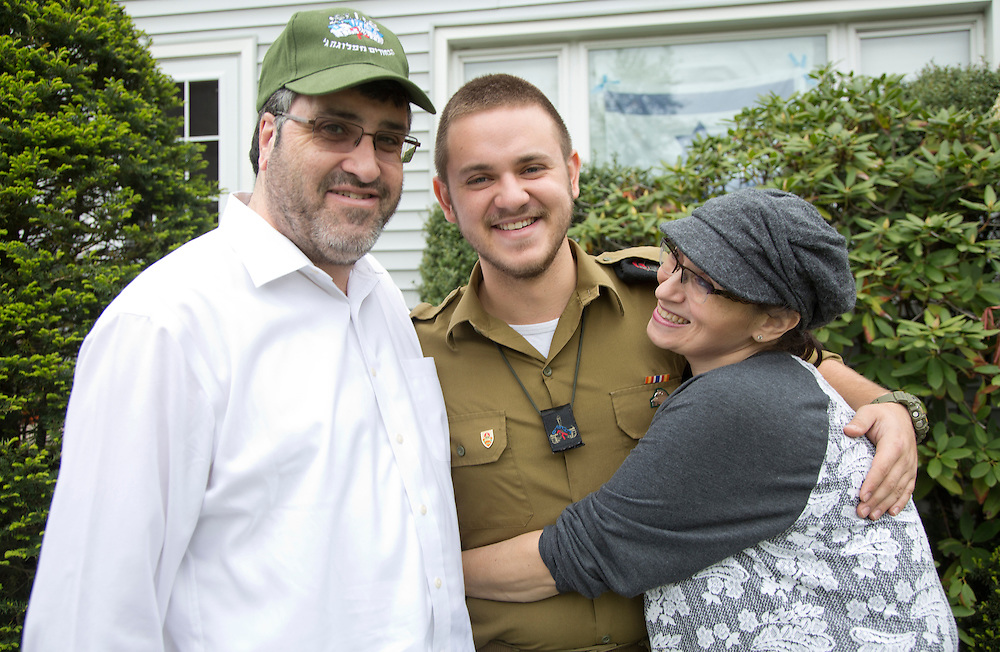 Jonatan a lone Soldierof the IDF coming back home as a surprise to celebrate  passover with his family