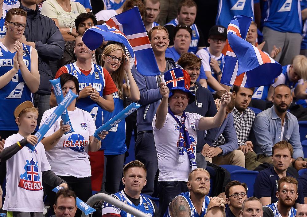 DESCRIZIONE : Berlino Eurobasket 2015 Islanda Italia<br /> GIOCATORE : tifosi Islanda<br /> CATEGORIA : pubblico tifosi esultanza<br /> SQUADRA : Islanda<br /> EVENTO : Eurobasket 2015<br /> GARA : Islanda Italia<br /> DATA : 06/09/2015<br /> SPORT : Pallacanestro<br /> AUTORE : Agenzia Ciamillo&shy;Castoria/R.Morgano<br /> Galleria : Eurobasket 2015<br /> Fotonotizia : Berlino Eurobasket 2015 Islanda Italia