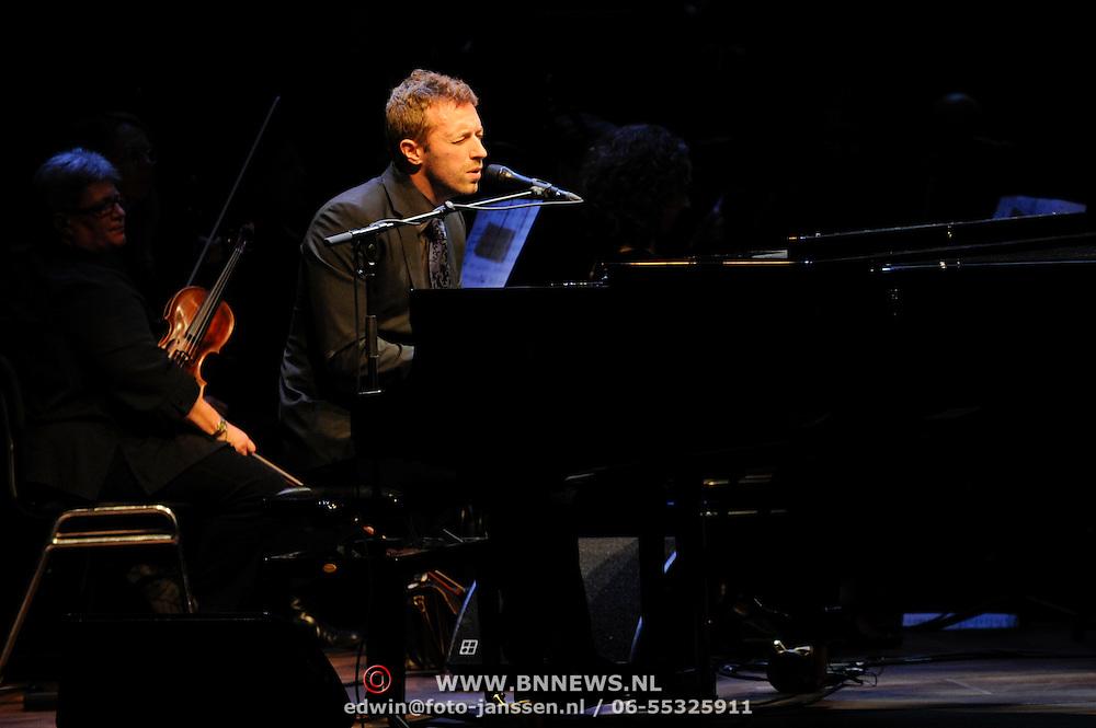 NLD/Amsterdam/20111128 - uitreiking Prins Bernhard Cultuurprijs 2011, optreden Chris Martin van de band Coldplay