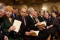 09 FEB 2003, BERLIN/GERMANY:<br /> Johannes Rau (4.v.L.), Bundespraesident, und Ehefrau Christina Rau (5.v.L.), sowie Wladimir Putin (3.v.L.), Praesident Russische Foerderation, und Ehefrau Ludmila Putina (2.v.L), (im Gespraech mit Wolfgang Boehmer, CDU, Ministerpraesident Sachsen-Anhalt), waehrend der Eroeffnung der Deutsch-Russischen Kulturbegegnungen, Konzerthaus am Gendarmenmarkt<br /> IMAGE: 20030209-01-015<br /> KEYWORDS: Bundespräsident, Präsident, Gattin, Politikerfrau, Russische Förderation, Russland