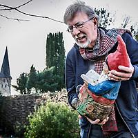 Nederland, Gronsveld, 10 maart 2016.<br /> Kinderboekenschrijver Jacques Vriens s in zijn tuin in Gronsveld.<br /> <br /> <br /> Foto: Jean-Pierre Jans