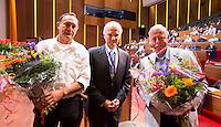 UTRECHT - Henk van Hoof en Nico Kooij (l)   worden onderscheiden door voor zitter Jan Albers. Algemene Ledenvergadering  KNHB bij de Rabobank in Utrecht. . COPYRIGHT KOEN SUYK