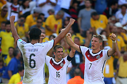 04.07.2014, Maracana, Rio de Janeiro, BRA, FIFA WM, Frankreich vs Deutschland, Viertelfinale, im Bild Khedira, Lahm and Bastian Schweinsteiger, right, celebrates Germany victory 1-0, to France during the quarters final // during quarterfinals between France and Germany of the FIFA Worldcup Brazil 2014 at the Maracana in Rio de Janeiro, Brazil on 2014/07/04. EXPA Pictures © 2014, PhotoCredit: EXPA/ Eibner-Pressefoto/ Cezaro<br /> <br /> *****ATTENTION - OUT of GER*****