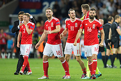 TOULOUSE, FRANCE - Monday, June 20, 2016: Wales manager Chris Coleman, Chris Gunter, Sam Vokes, Gareth Bale, goalkeeper Wayne Hennessey and Joe Ledley celebrate the 3-0 victory and progression into the knockout stages after the final Group B UEFA Euro 2016 Championship match against Russia at Stadium de Toulouse. (Pic by Paul Greenwood/Propaganda)