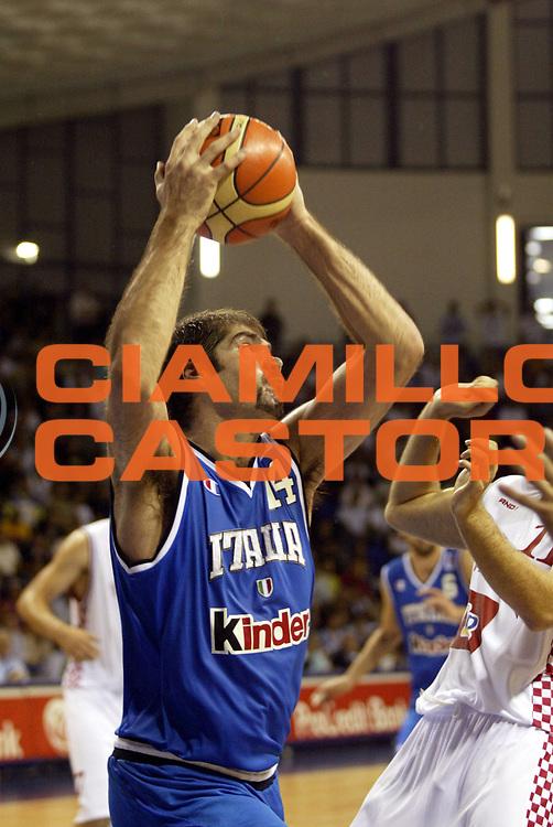 DESCRIZIONE : Podgorica Eurobasket Men 2005 Italia-Croazia<br /> GIOCATORE : Chiacig<br /> SQUADRA : Italia Italy<br /> EVENTO : Eurobasket Men 2005 Campionati Europei Uomini 2005<br /> GARA : Italia Croazia Italy Croatia<br /> DATA : 20/09/2005<br /> CATEGORIA :<br /> SPORT : Pallacanestro<br /> AUTORE : Ciamillo&amp;Castoria/Fiba Europe Pool