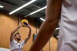 12-05-2017 NED: Nederland - Tsjechië, Amstelveen<br /> De Nederlandse volleybal mannen spelen hun eerste oefeninterland in de Emergohal in Amstelveen tegen Tsjechië. Deze wedstrijd staat in het teken van de verplaatsing van het Bankrasmomument. Nederland speelde daarom in speciale oude Nederlandse shirts uit 1992 / Gijs Jorna #7