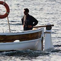 La plus ancienne et c&eacute;l&egrave;bre course du Yacht Club de Porquerolles qui a lieu chaque ann&eacute;e le dimanche de Pentec&ocirc;te. Les bateaux font le tour de l&rsquo;&icirc;le dans un sens choisi la veille.<br /> Le d&eacute;part est donn&eacute; depuis une plage (plage d&rsquo;Argent ou Courtade) .<br /> Tous les &eacute;quipiers sont assis sur le sable et doivent rejoindre &agrave; la nage leur bateau ancr&eacute; devant la plage au coup de canon du lancement de la course.