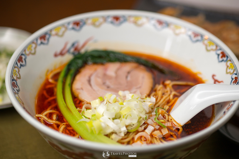 "A type of Chinese noodles (ramen) known in Japanese as ""sanhonmen"""
