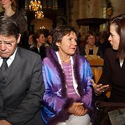 Mattheus Passion 2004 Naarden, Piet Hein Donner aan het sms en, problemen met zijn telefoon + vrouw praat met vrouw Hans Hoogervorst