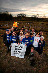 UNITED KINGDOM SIPSON 15JAN09 - Local residents group together in protest to the planned third Heathrow runway projecat at a plot of land in Sipson...jre/Photo by Jiri Rezac / GREENPEACE