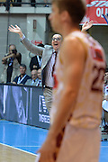 DESCRIZIONE : Desio Lega A 2015-16 Semifinale Play Off Gara 2 Olimpia EA7 Emporio Armani Milano Umana Reyer Venezia<br /> GIOCATORE : De Raffaele Walter<br /> CATEGORIA : Coach curiosita fair play<br /> SQUADRA : Umana Reyer Venezia<br /> EVENTO : Campionato Lega A 2015-2016 Semifinale play off Gara 2<br /> GARA : Olimpia EA7 Emporio Armani Milano Umana Reyer Venezia <br /> DATA : 21/05/2016 SPORT : Pallacanestro AUTORE : Agenzia Ciamillo-Castoria/I.Mancini Galleria : Lega Basket A 2015-2016 Fotonotizia : Desio Lega A 2015-16 Semifinale Play Off Gara 2 Olimpia EA7 Emporio Armani Milano Umana Reyer Venezia