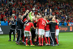 LILLE, FRANCE - Friday, July 1, 2016: Wales players and staff celebrate the 3-1 victory over Belgium at full time after the UEFA Euro 2016 Championship Quarter-Final match at the Stade Pierre Mauroy. (Pic by Paul Greenwood/Propaganda)