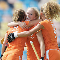 MONCHENGLADBACH - Junior World Cup<br /> Pool A: The Netherlands - USA<br /> photo: Samatha Saxton scores and celebrates with Maria Verschoor and Sarah Jaspers.<br /> COPYRIGHT FRANK UIJLENBROEK FFU PRESS AGENCY