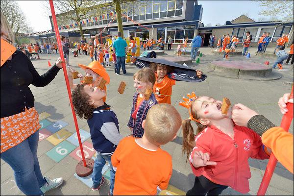 Nederland, Beuningen, 24-4-2015Koningsspelen op basisschool De Hoeven. Met thema oud hollandse spelletjes.FOTO: FLIP FRANSSEN/ HOLLANDSE HOOGTE