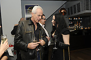 NICK DAVIES; WINNER OF THE MAVERICK AWARD; TOM WATSON; MOLLY CRABAPPLE, The 2011 Groucho Club Maverick Award. The Groucho Club. Soho, London. 14 November 2011. <br /> <br />  , -DO NOT ARCHIVE-© Copyright Photograph by Dafydd Jones. 248 Clapham Rd. London SW9 0PZ. Tel 0207 820 0771. www.dafjones.com.