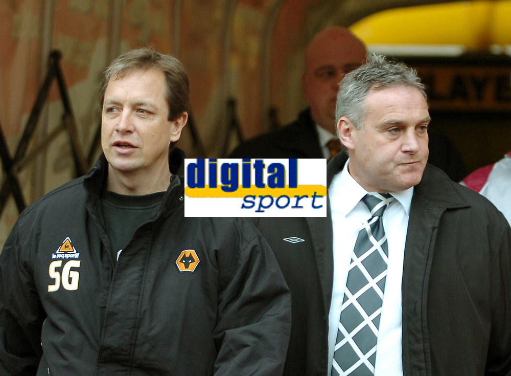 Photo: Ed Godden.<br />Wolverhampton Wanderers v Cardiff City. Coca Cola Championship. 11/03/2006. Wolves assitant manager Stuart Gray (L), chats to Cardiff manager Dave Jones.