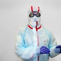 Nederland, Amsterdam , 18 september 2014.<br /> Het tegen  Ebola virus werende pak die artsen moeten dragen wanneer zij met Ebola besmette patient in aanraking komen.<br /> Ook VUmc is voorbereid op de komst van met Ebola besmette virus.<br /> Foto:Jean-Pierre Jans