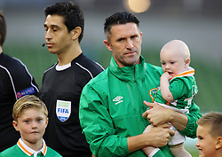 Robbie Keane holds his son Hudson as the team lines out - Mandatory by-line: Ken Sutton/JMP - 31/08/2016 - FOOTBALL - Aviva Stadium - Dublin,  - Republic of Ireland v Oman -